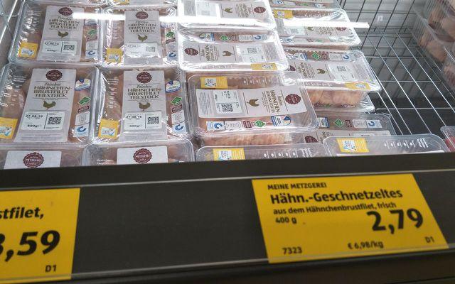Billiges Fleisch aus Massentierhaltung bei ALDI.