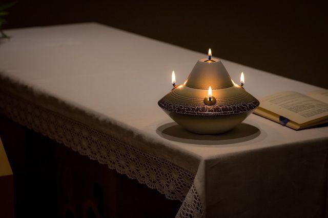 Jede Form von Enthaltsamkeit und Mäßigung ist Teil von Brahmacharya, dem vierten Yama.