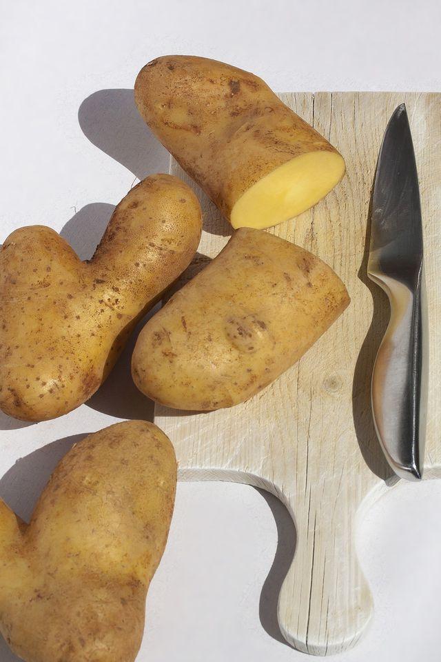 Bratkartoffeln aus rohen Kartoffeln herzustellen ist ganz einfach.