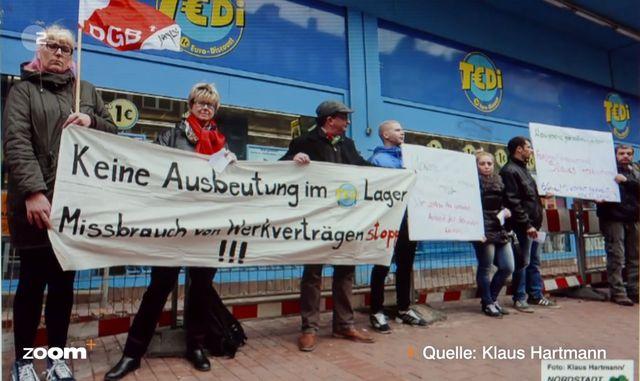 TEDi-Arbeiter demonstrieren gegen Ausbeutung.