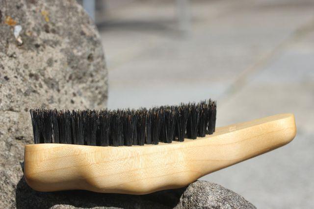 Naturbürsten schonen trockenes Haar.