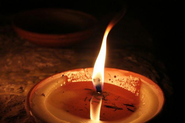 Kerzenwachs hat eine wasserabweisende Wirkung.
