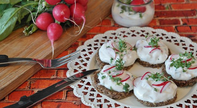 Kräuterdip schmeckt auch gut als Brotaufstrich.