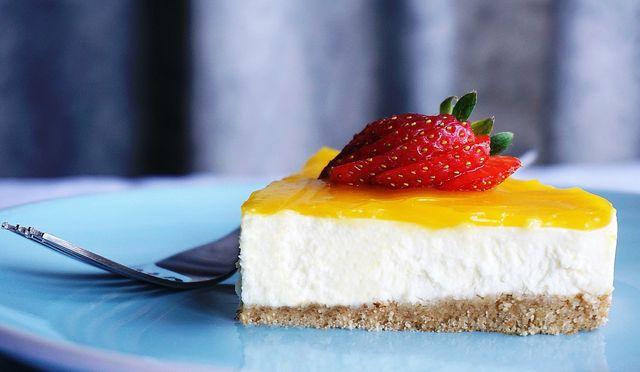 Cheesecake mit Fruchtspiegel.