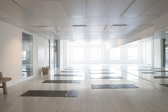 Jivamukti Yoga wird insgesamt nur in fünf deutschen Yoga-Studios unterrichtet.