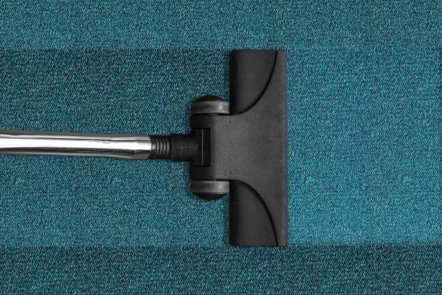 Teppich reinigen: Absaugen reicht oft nicht.