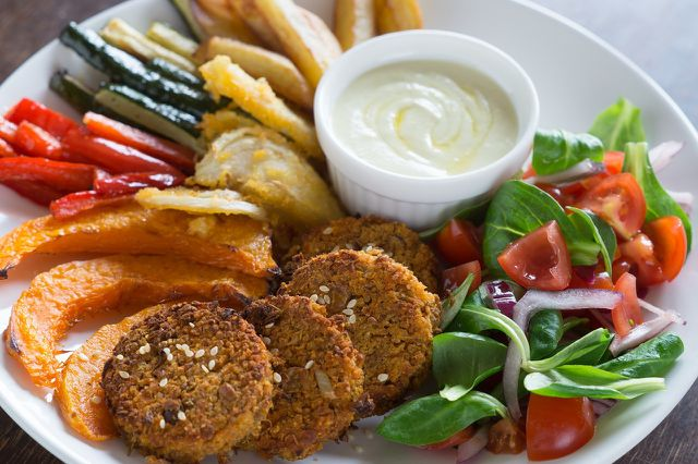 Gemüsebratlinge passen zum Beispiel zu Salaten oder Ofen-Kartoffeln.