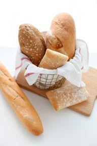 Frisches Brot und knusprige Brötchen dürfen bei einem Brunch nicht fehlen.