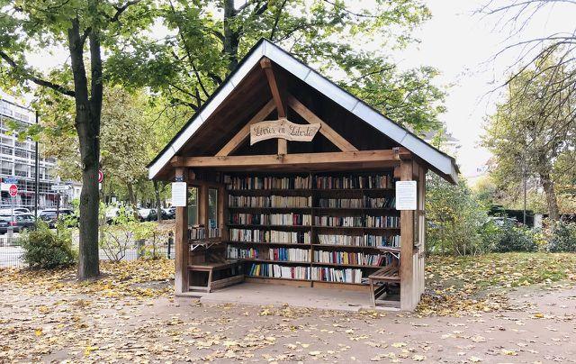 Du kannst deine Bücher auch in öffentliche Bücherschränke stellen.