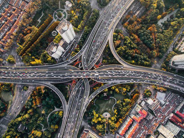 Subventionen fördern den übermäßigen Autoverkehr.