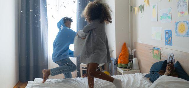 Im Kinderzimmer halten nachhaltige Kindermöbel länger.