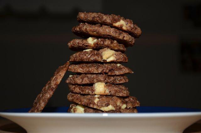Schokoladenkekse ohne Zuckerzusatz sind schnell gemacht und gut geeignet zum gesunden Naschen.