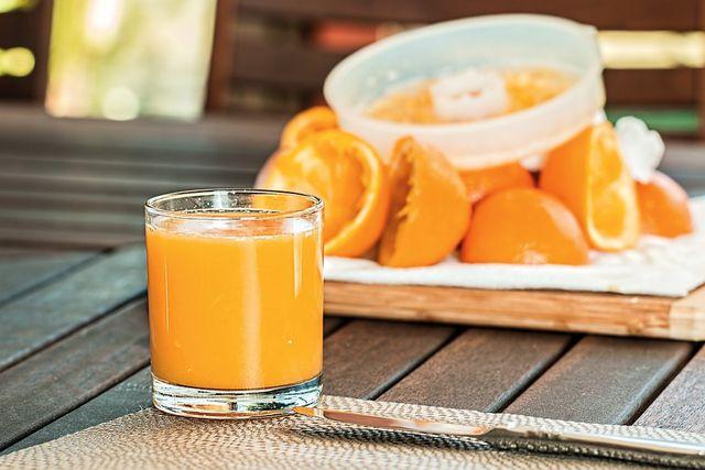 Ein leckerer, frisch gepresster Saft hilft gegen Müdigkeit.