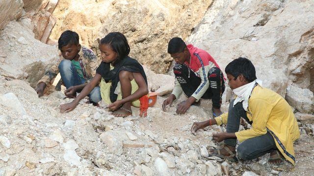 Kinderarbeit beim Mica-Abbau in Jharkhand (Indien)