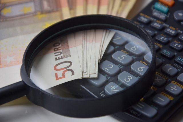 Möchtest du frugal leben, musst du insgesamt das 25-Fache deines Jahresbedarfs zurücklegen.
