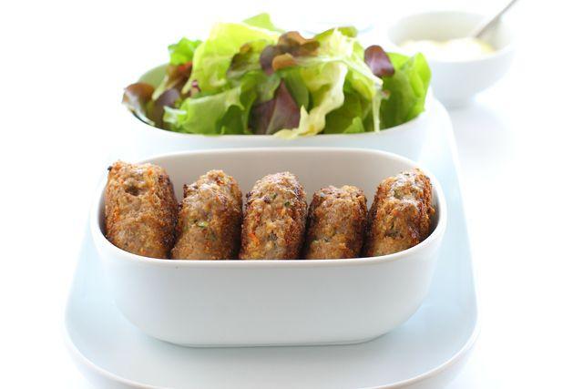 Vegetarische Frikadellen können als Haupt- oder Beilage serviert werden.