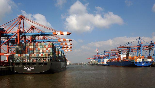 Containerschiffe haben manchmal eine bessere CO2-Bilanz als LKW