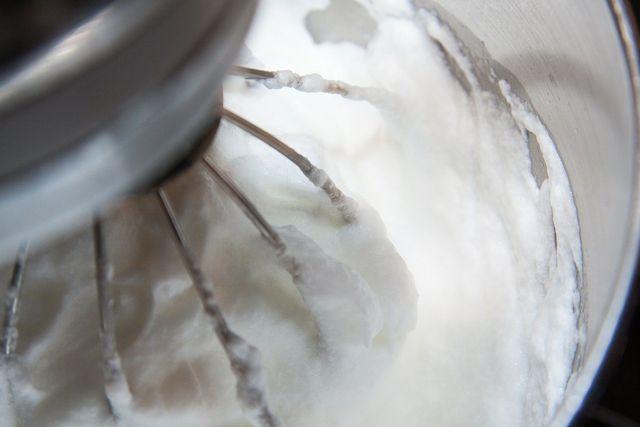Eiertrennen ist der erste Schritt zum Eischnee.