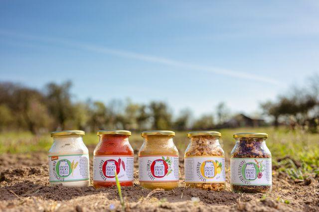 Das Start-up Unverpackt für Alle bietet verschiedene Lebensmittel in Mehrweg-Verpackungen aus Glas an.