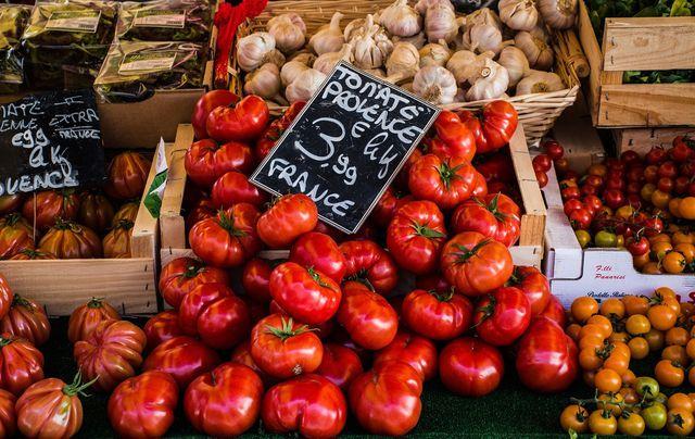 Während der Saison kannst du die Arrabiata-Soße aus frischen Tomaten zubereiten.