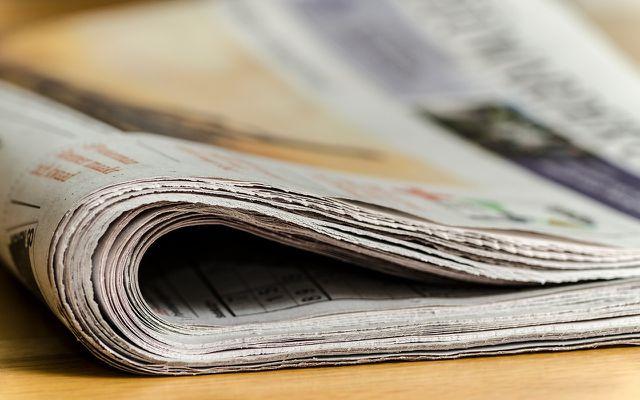 Bei dieser Methode kannst du eine alte Zeitung oder Papiertüte noch einmal sinnvoll nutzen.