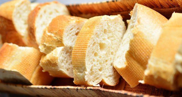 Brot gehört zum Grillen einfach dazu.