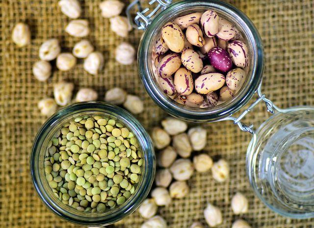 Linsen und Bohnen sind gute Lieferanten für essentielle Aminosäuren.