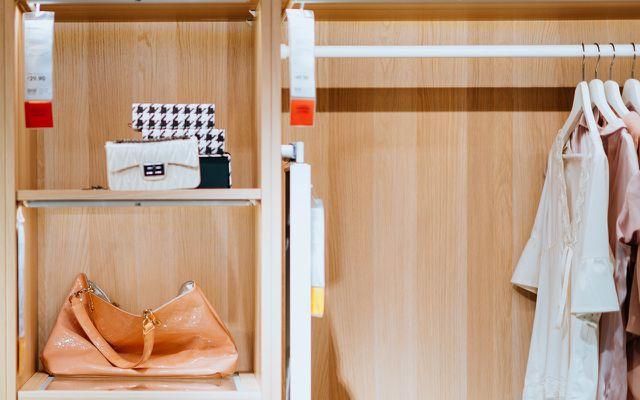 Capsule wardrobe minimalist closet organization