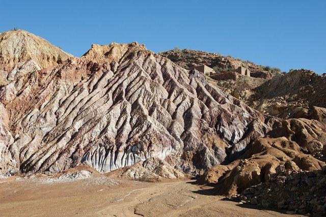 Lithium-Abbau findet oft in illegalen Kleinbergwerken statt.