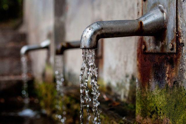 Trinkwasser aus der Quelle oder dem Leitungshahn ist der ideale Durstlöscher.