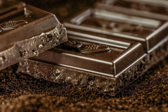 Dunkle Schokolade enthält viele Polyphenole.