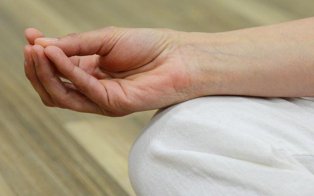 Auf die spirituelle Praxis wird beim Bikram Yoga verzichtet.