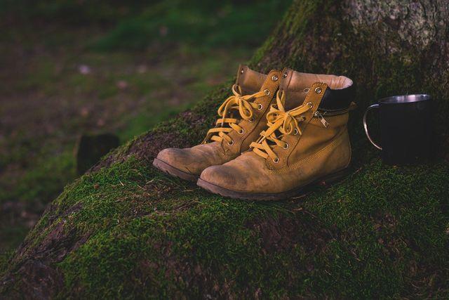 Im Internet gibt es viele Portale, auf denen du deine gebrauchten Schuhe verkaufen kannst.