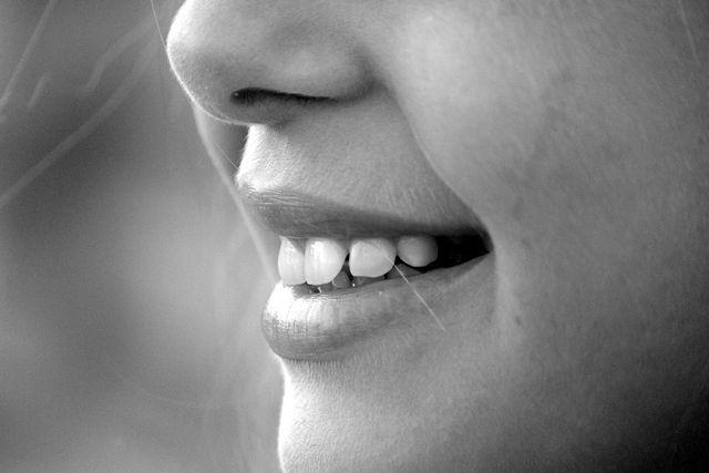Mit diesen Hausmitteln wird dein Zahnfleisch wieder gesund. Zahnzusatzversicherung