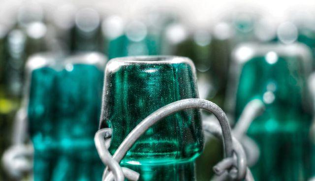 Zur Lagerung am Besten Glas verwenden.