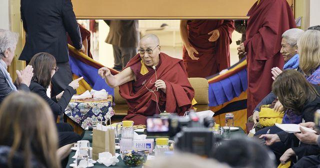 Film But Beautiful: Der Dalai-Lama bei der Mind & Life-Konferenz in Indien