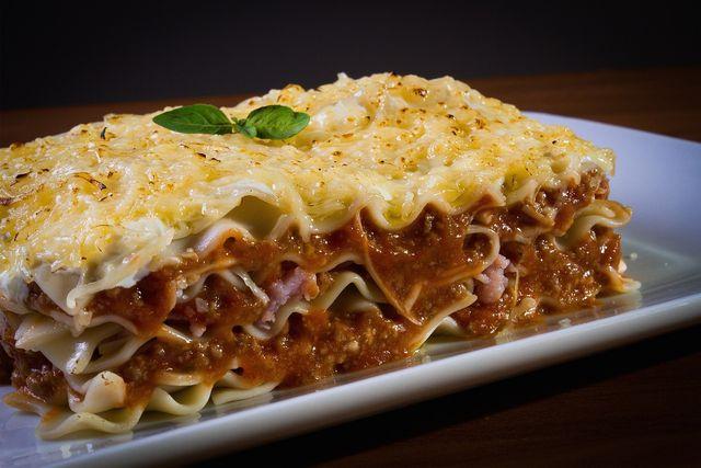 Béchamelsauce ist die klassische Soße für Lasagne.