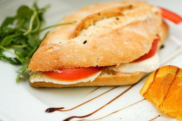 Der MozzaRisella schmeckt auch auf Brot.