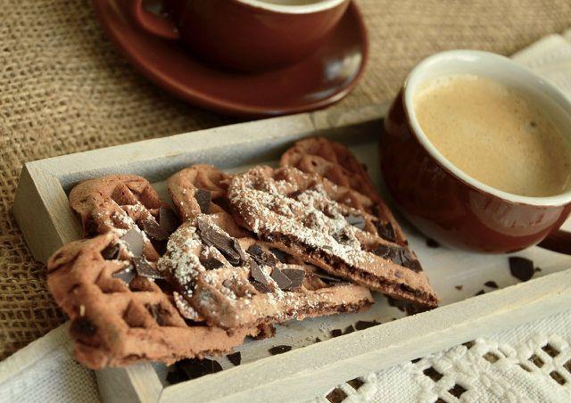 Haferflocken-Waffeln kannst du auch mit Kakao oder Schokolade verfeinern.