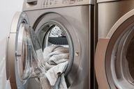 Wasch deine Wäsche bei hohen Temperaturen, um Bettwanzen abzutöten.