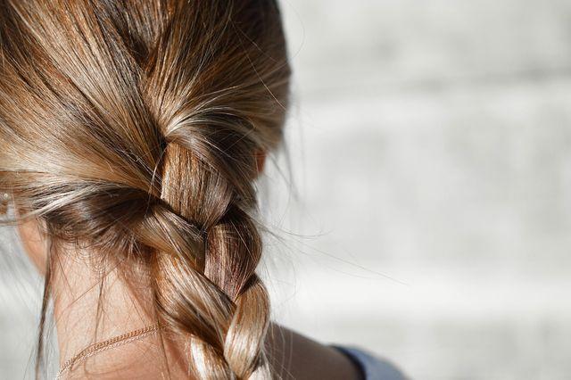 Deine Haare werden dir eine Pflegeumstellung mit Kraft und Glanz danken.