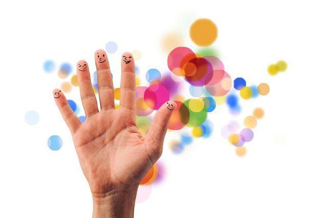 Fingerspiele regen die Fantasie an.