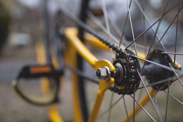 Regelmäßiges Reinigen der Fahrradkette schützt vor Rost und Korrosion.