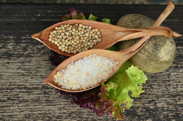 Das Salz in unserer Nahrung deckt den Natriumbedarf eines gesunden Menschen.