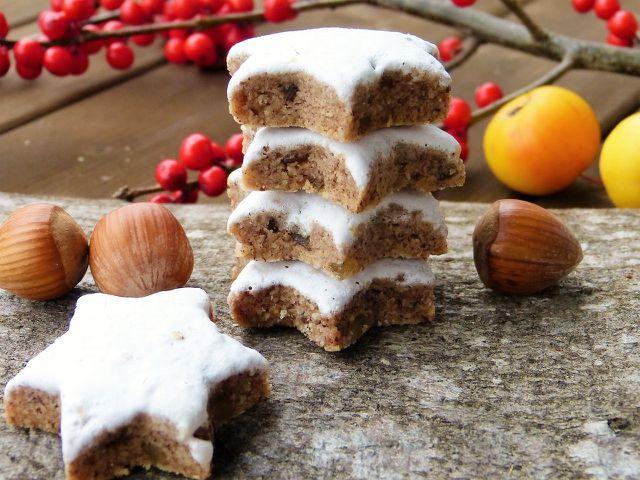 ZImtsterne sind eine beliebte und traditionelle Süßigkeit in der Weihnachtszeit.