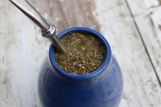 Mate-Tee enthält viele Vitamine – du solltest ihn aber nicht zu heiß trinken.