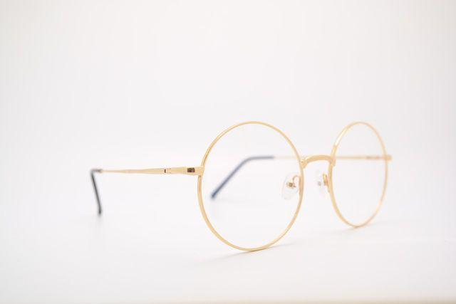 Statt alte Brillen im Schrank verstauben zu lassen, kannst du sie spenden und damit die Lebensqualität anderer Menschen verbessern.