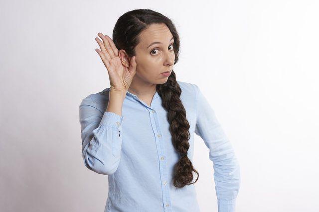 Oft hören wir nur mit einem Ohr hin und bevorzugen eine Seite der gesendeten Nachricht.