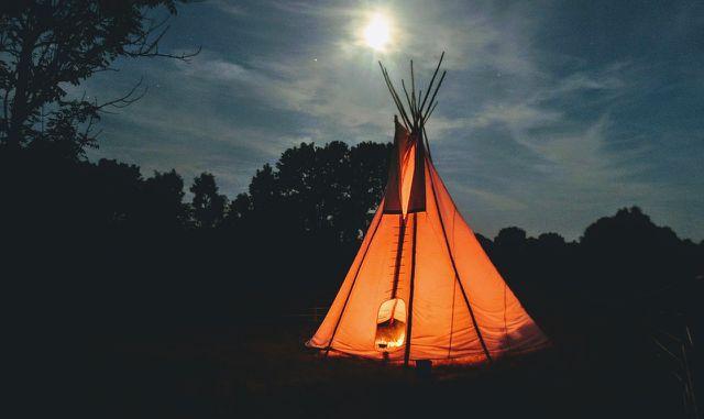 Urlaub im Garten kann mit einem Zelt zum echten Abenteuer werden.