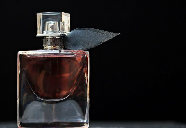 Zibet ist als Duftstoff in vielen Parfüms enthalten.